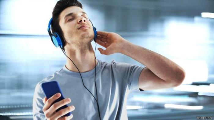 Rádio é fonte de novas músicas para a maioria dos gêneros musicais. Pesquisa mapeia o uso de redes sociais por parte dos ouvintes
